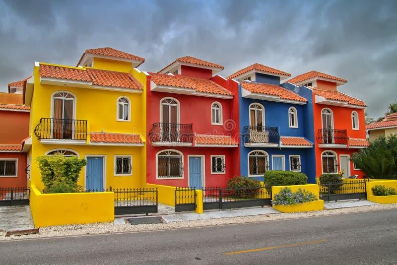 五颜六色的房子在多米尼加共和国 免版税库存照片