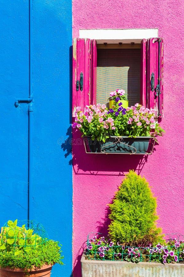 五颜六色的房子在威尼斯,意大利附近的Burano 库存照片