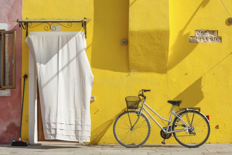 五颜六色的房子在威尼斯,意大利 免版税库存照片