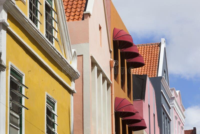 五颜六色的房子在威廉斯塔德 免版税库存图片