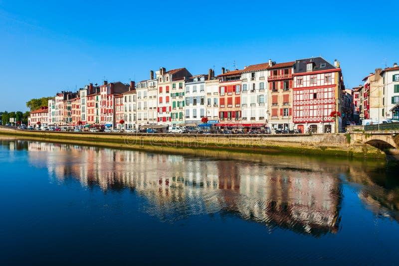 五颜六色的房子在巴约讷,法国 库存照片