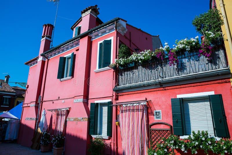 五颜六色的房子在Burano海岛,意大利 免版税库存图片