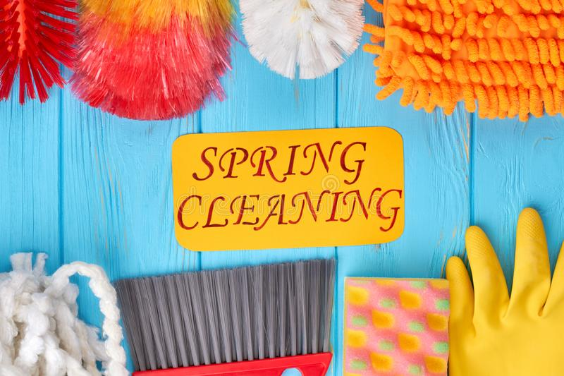 五颜六色的房子清洁产品的构成 免版税库存图片