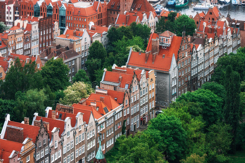 五颜六色的房子鸟瞰图在老镇,格但斯克,波兰 库存照片