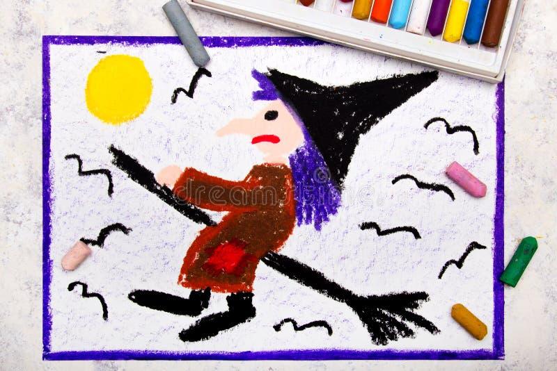 五颜六色的手图画:在笤帚的老丑恶的巫婆飞行 库存图片