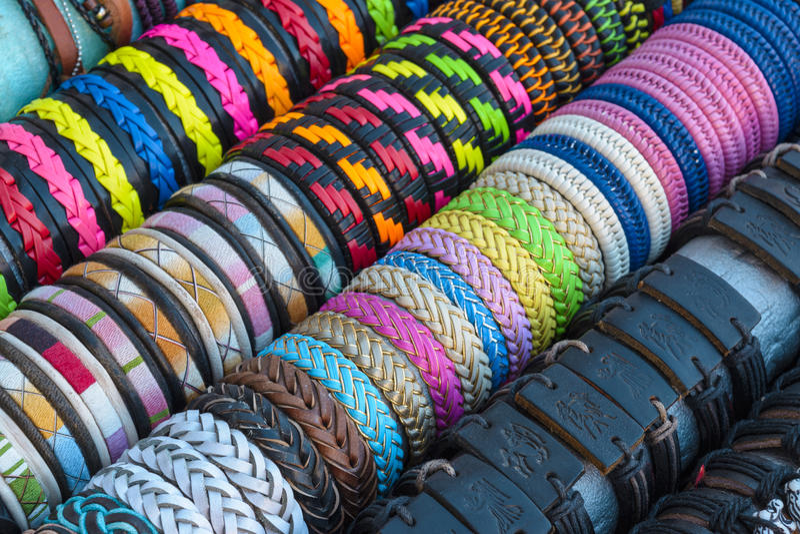五颜六色的手工制造镯子 免版税库存图片