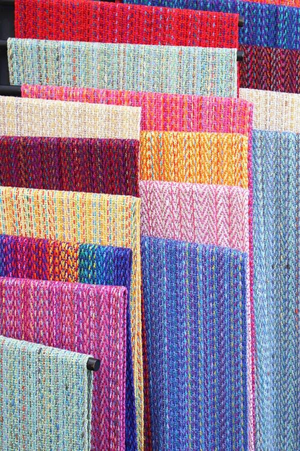 五颜六色的手织的纺织品 免版税库存图片