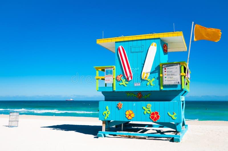 五颜六色的救生员塔在迈阿密Beach,美国 免版税库存照片