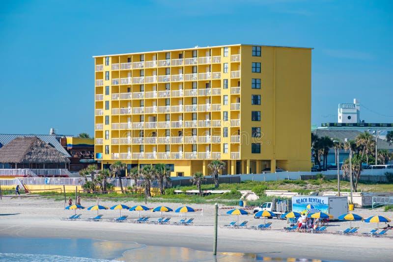 五颜六色的旅馆全景从缅街码头的 库存照片
