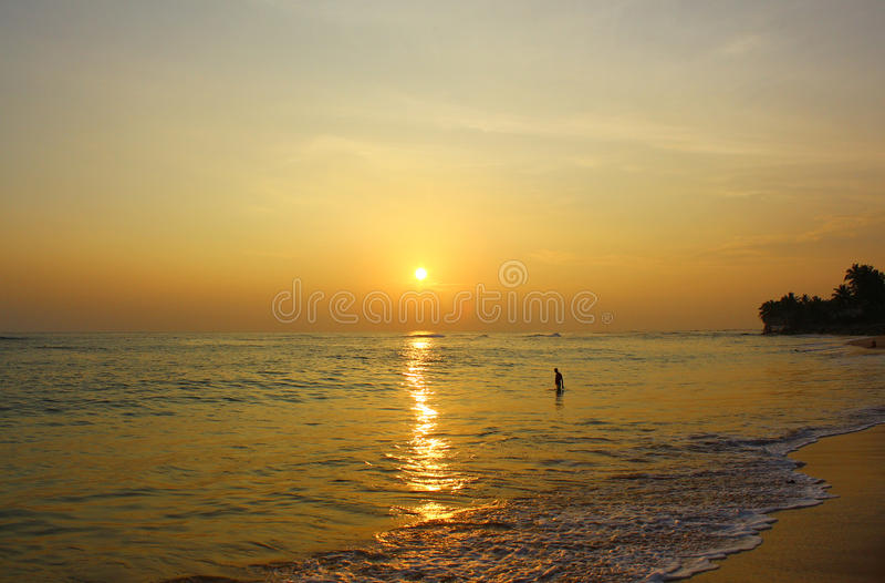 五颜六色的日落, Koggala海滩 免版税图库摄影