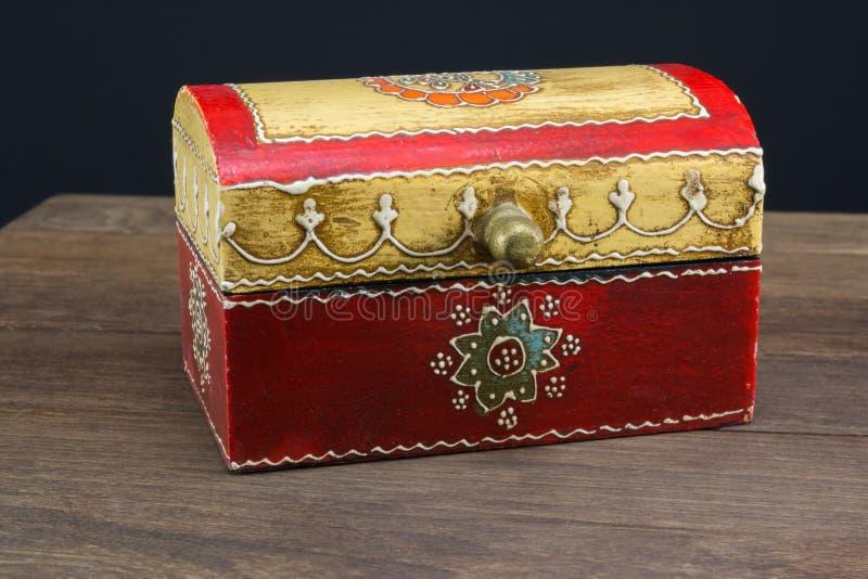 五颜六色的木光盘盒种族样式 库存照片