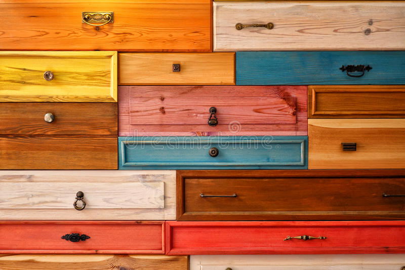 五颜六色的木抽屉 免版税库存照片
