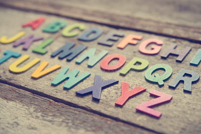 五颜六色的木英语字母表 图库摄影