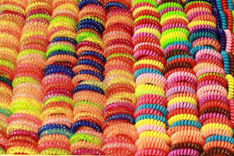 五颜六色的橡胶发带可以使用作为背景 免版税库存图片