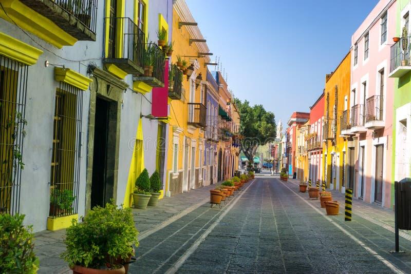 五颜六色的殖民地街道在街市普埃布拉 库存图片