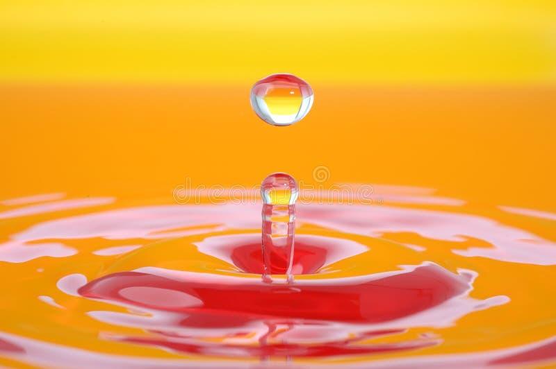 五颜六色的水飞溅 免版税库存照片