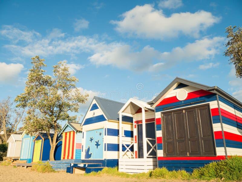 五颜六色的沐浴的箱子在Mornington半岛的Mornington 免版税库存照片