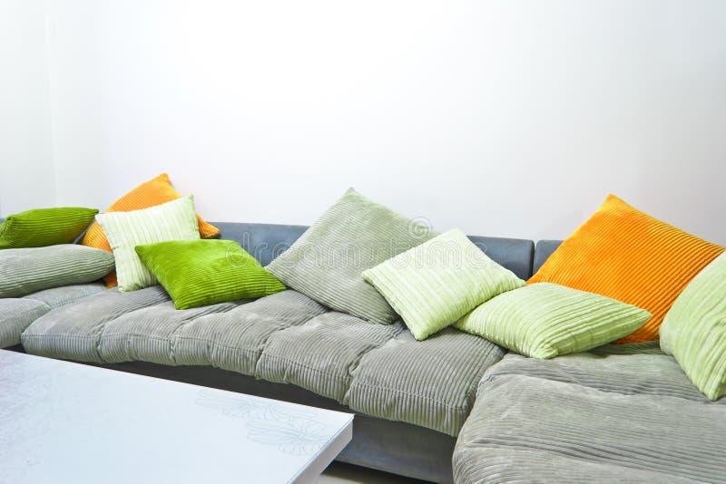 五颜六色的沙发 免版税库存图片