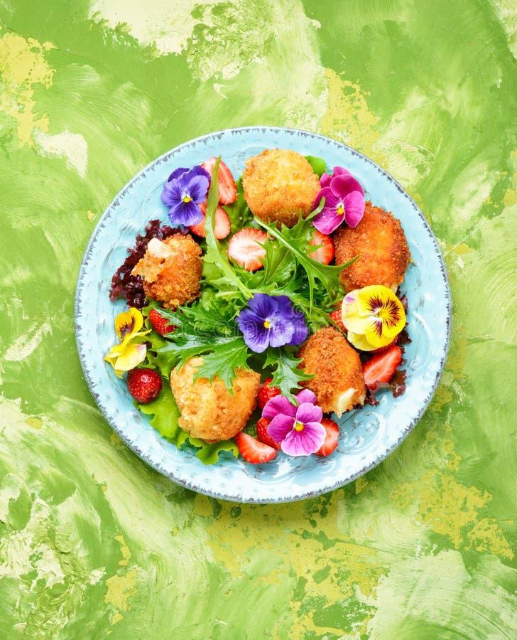 五颜六色的沙拉夏天 免版税库存照片