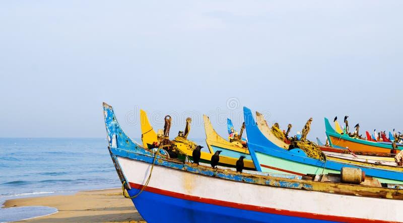 五颜六色的渔船,喀拉拉,印度 免版税库存照片