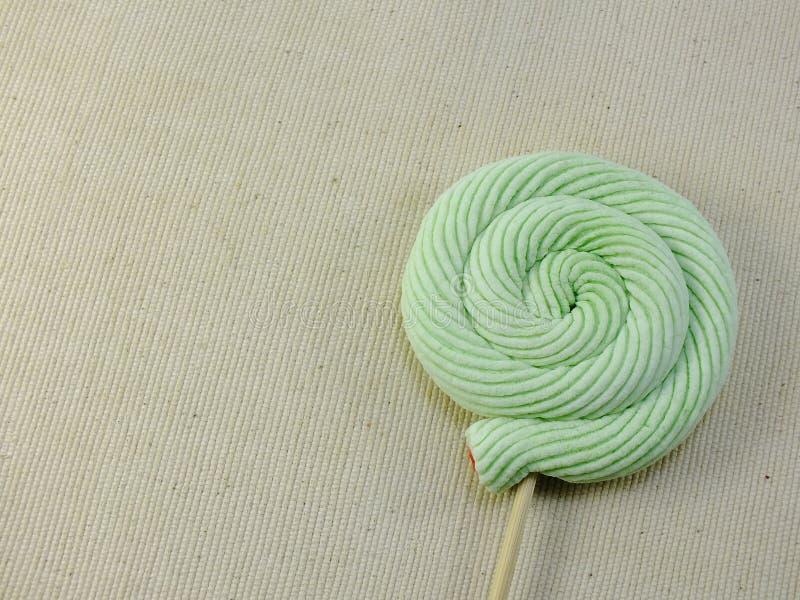 五颜六色的漩涡mashmellow甜糖果有空间背景 免版税图库摄影