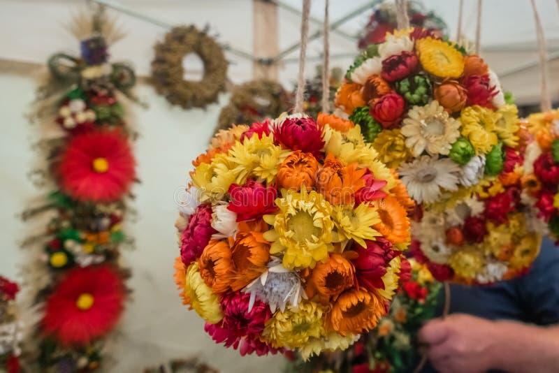 五颜六色的用花装饰的装饰待售 免版税库存图片