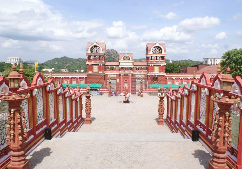 五颜六色的电影布景的一个风景看法在Ramoji影片城市,海得拉巴 免版税库存照片