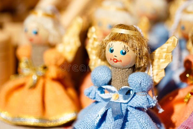 五颜六色的白俄罗斯语秸杆玩偶在市场上在白俄罗斯 免版税库存图片