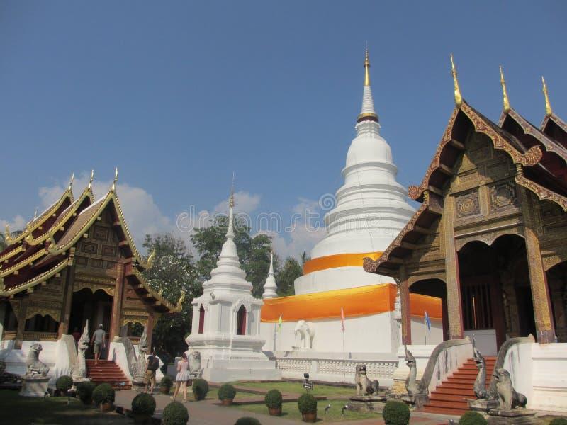 五颜六色的白色寺庙在清迈在泰国,亚洲 免版税库存照片