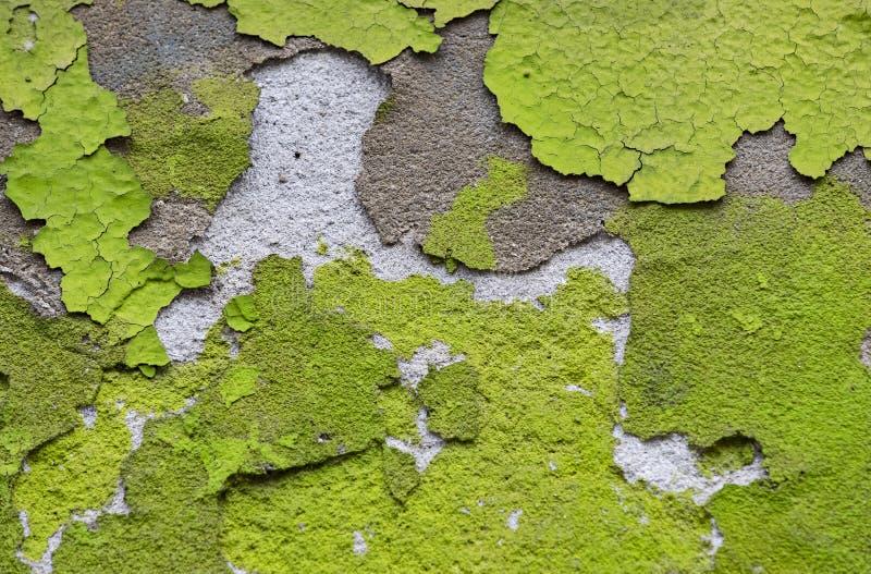 五颜六色的破裂的油漆背景在墙壁上绘了被绘 库存图片