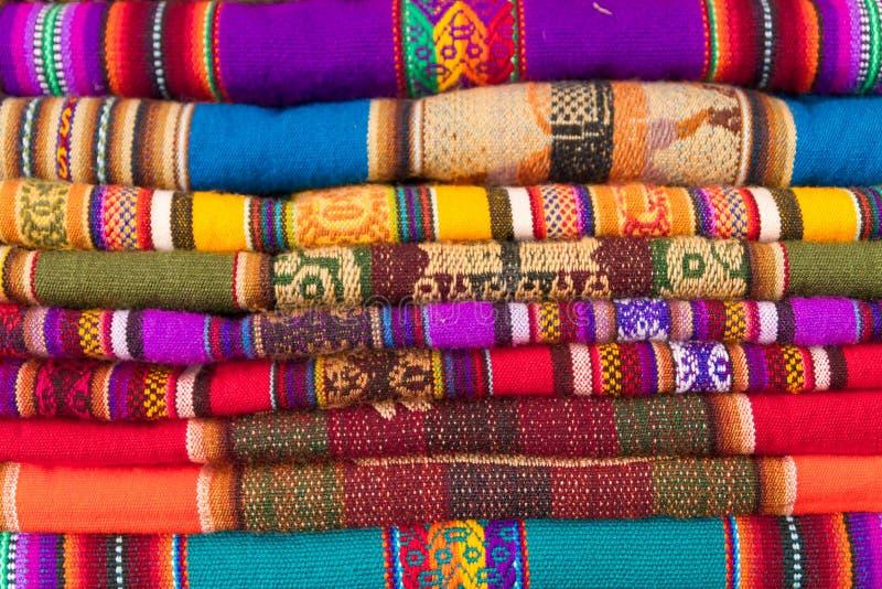 五颜六色的秘鲁织品背景 库存图片