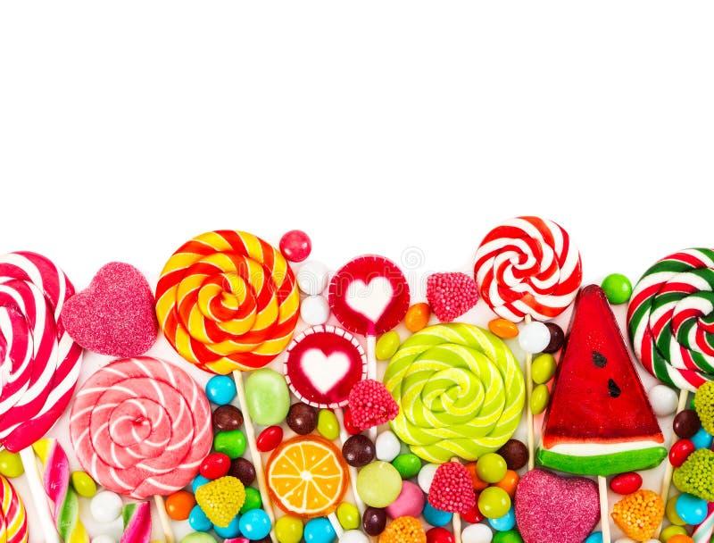 五颜六色的糖果和棒棒糖 顶视图 库存图片