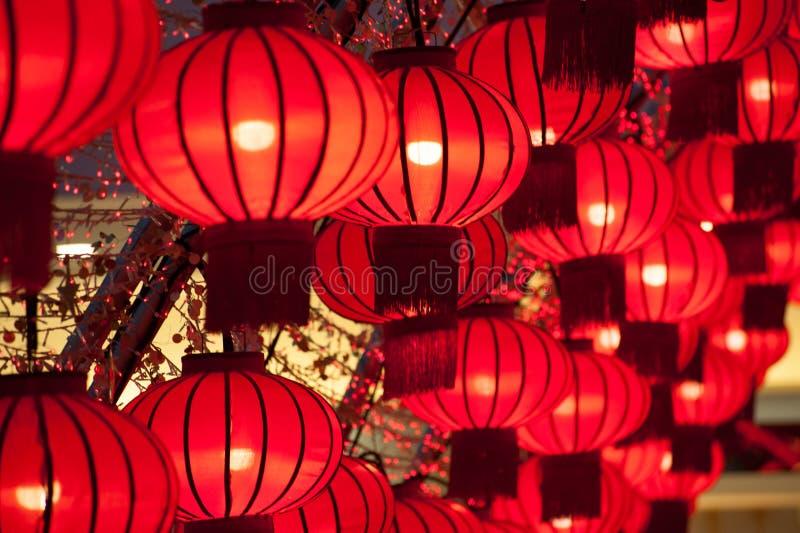 五颜六色的红色中国灯笼发光新年 库存照片
