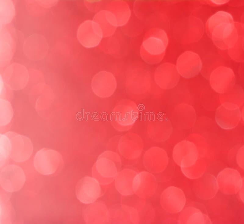 五颜六色的红色圣诞节背景的闪烁抽象bokeh样式 免版税库存图片