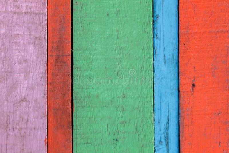 五颜六色的红色,蓝绿色,桃红色木背景 图库摄影