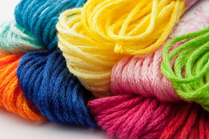 五颜六色的纱线 免版税库存图片