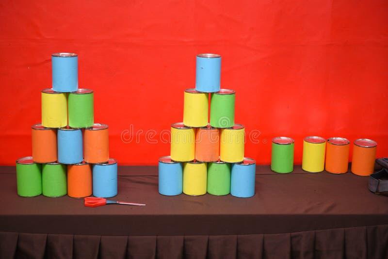 五颜六色的罐头 免版税库存图片