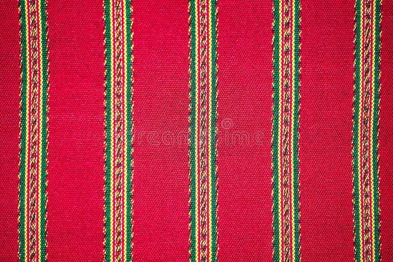 五颜六色的老挝丝绸手工造秘鲁由自然材料化学制品自由分类做的样式地毯表面老葡萄酒被撕毁的保护 免版税库存图片