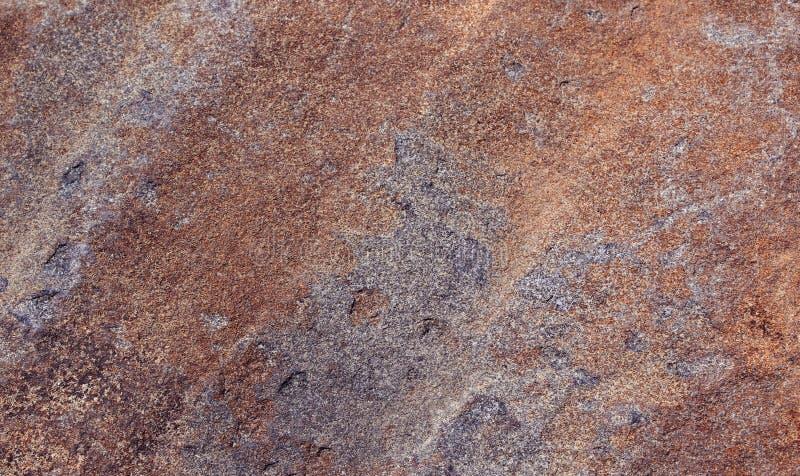 五颜六色的自然小山石头纹理背景 免版税库存照片