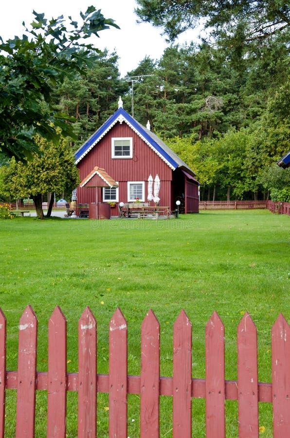 五颜六色的范围宅基房子农村好木 免版税库存照片