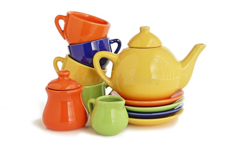 五颜六色的茶壶和的杯子 免版税库存照片