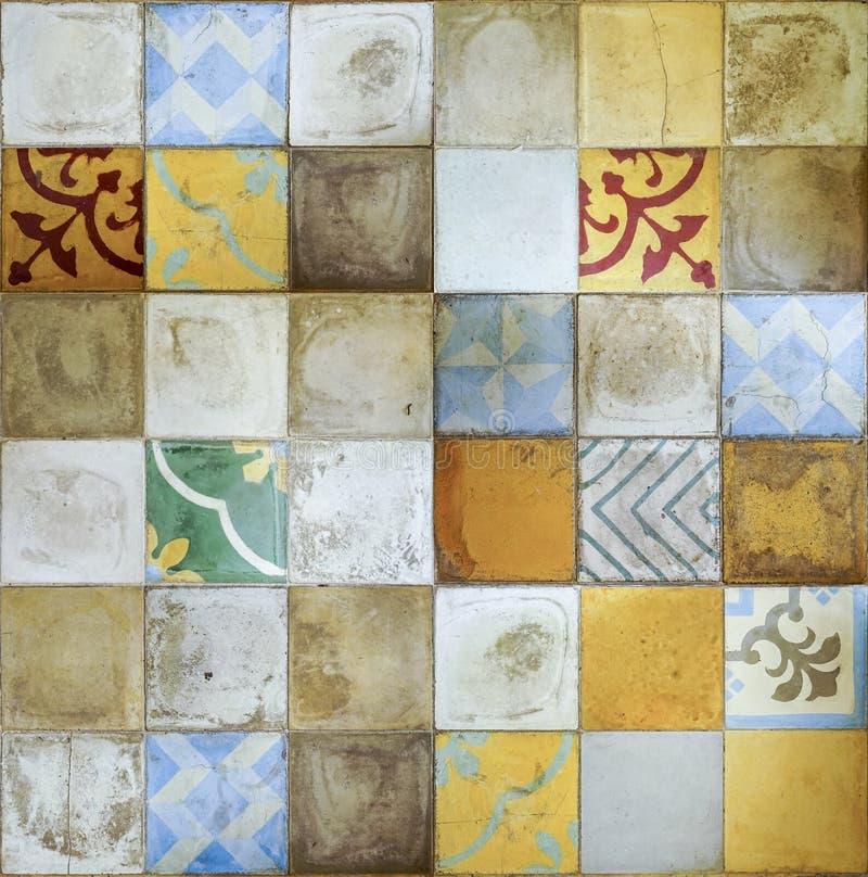 五颜六色的葡萄酒瓷砖墙壁装饰 瓷砖墙壁背景 免版税库存图片