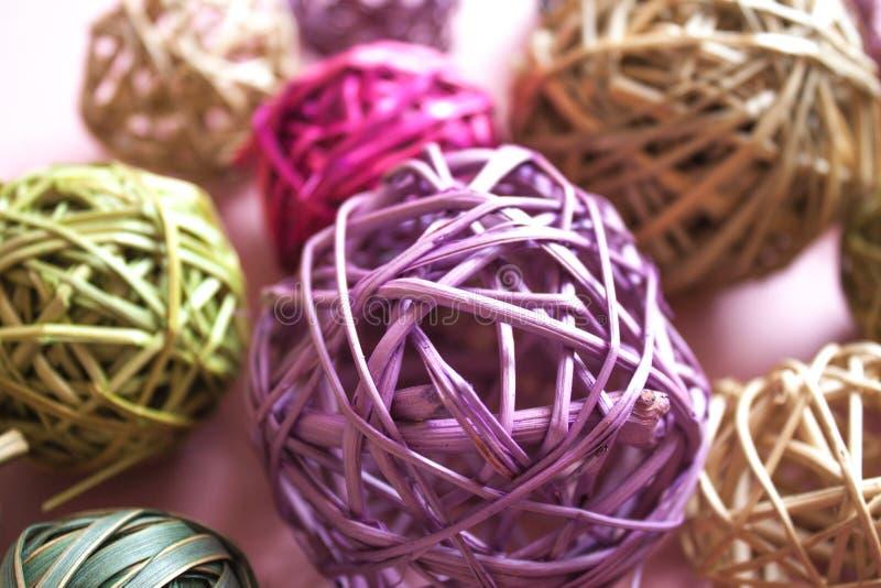 五颜六色的藤条球 库存图片