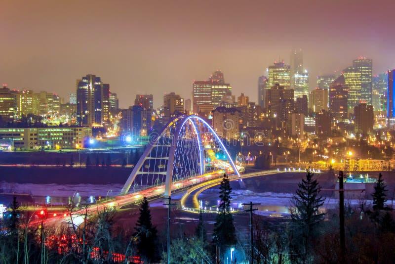 五颜六色的街市光在晚上 库存照片