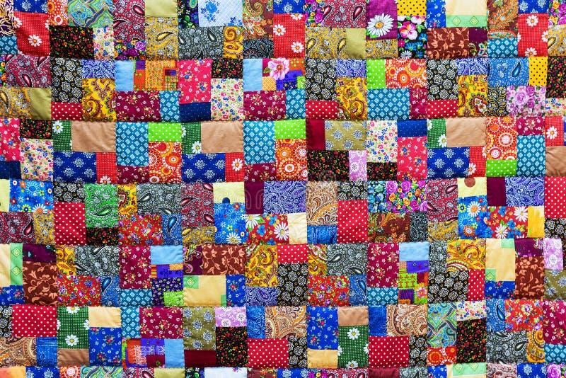 五颜六色的补缀品织品背景  免版税库存图片