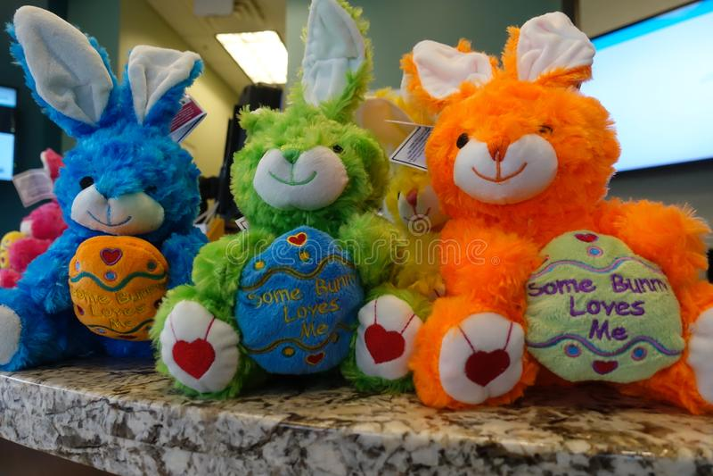 五颜六色的被充塞的小兔 免版税库存照片