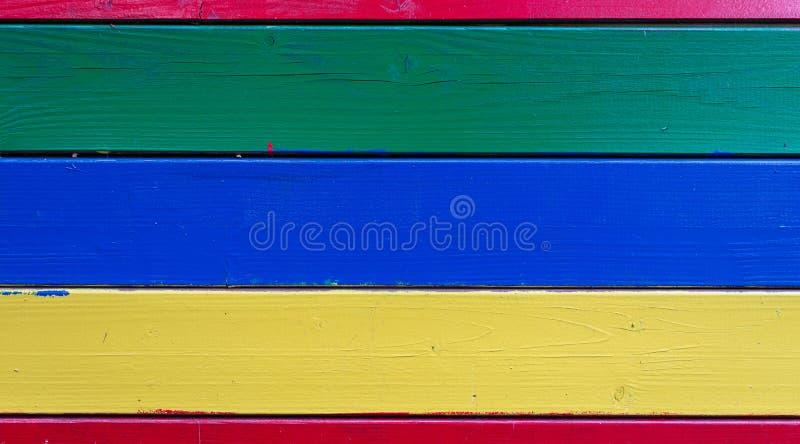 五颜六色的被绘的木墙壁-纹理或背景 免版税库存照片