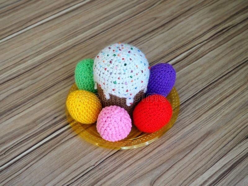 五颜六色的被编织的鸡蛋& kuliches 免版税库存照片