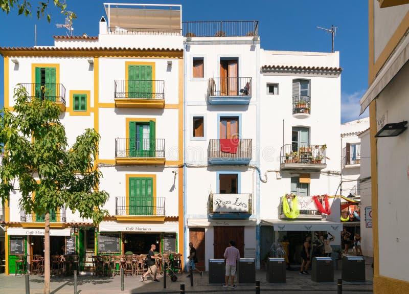 五颜六色的西班牙议院在伊维萨岛 库存照片