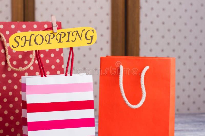 五颜六色的购物袋关闭  免版税库存图片